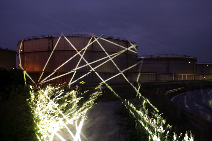 heiko hoefer, Network, intervention, image projections on an oil tank, vienna (A), 2007, (c) photo: walter henisch